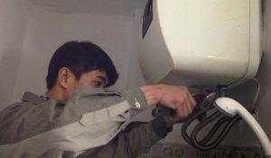 sửa chữa bình nước nóng lạnh bị rò rỉ