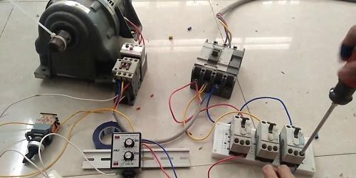Cách lắp đặt rơ le bảo vệ điện