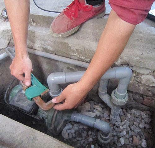 máy bơm giếng khoan lên nước yếu