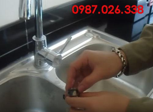 Cách sửa vòi nước rửa chén bị tắc