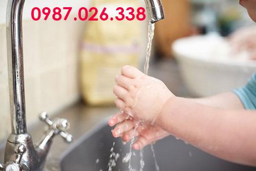 Cách sửa vòi nước bồn rửa bát chảy yếu