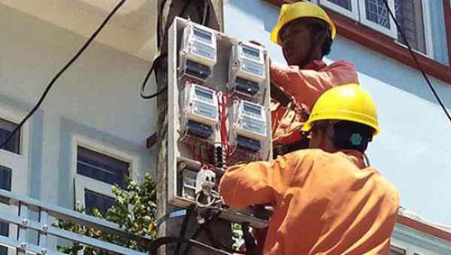 Thợ lắp công tơ điện