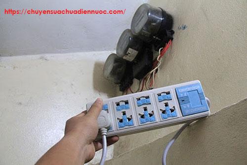 Ổ cắm làm công tơ điện chạy chậm
