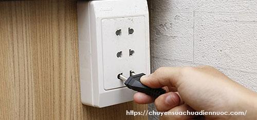 Ổ cắm điện 2 chấu 3 lỗ